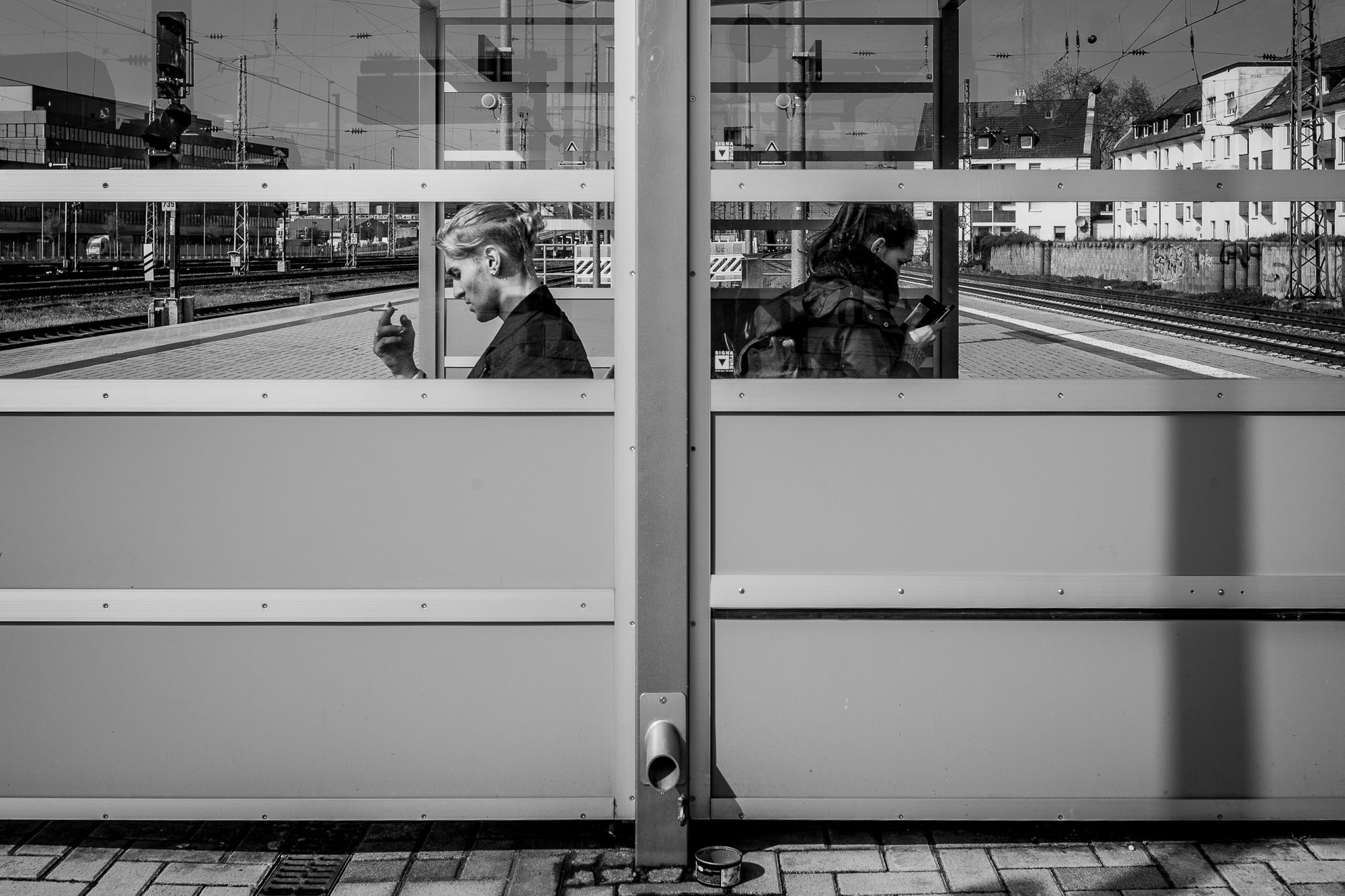 Passengeres waiting for the train