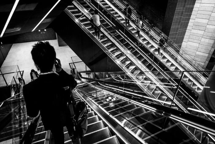Multiple diagonal escalators