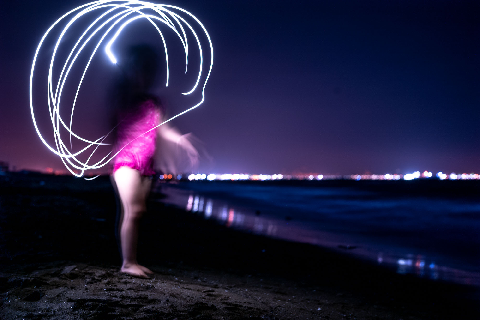 Creating streaks of light with a flash light and a long exposure