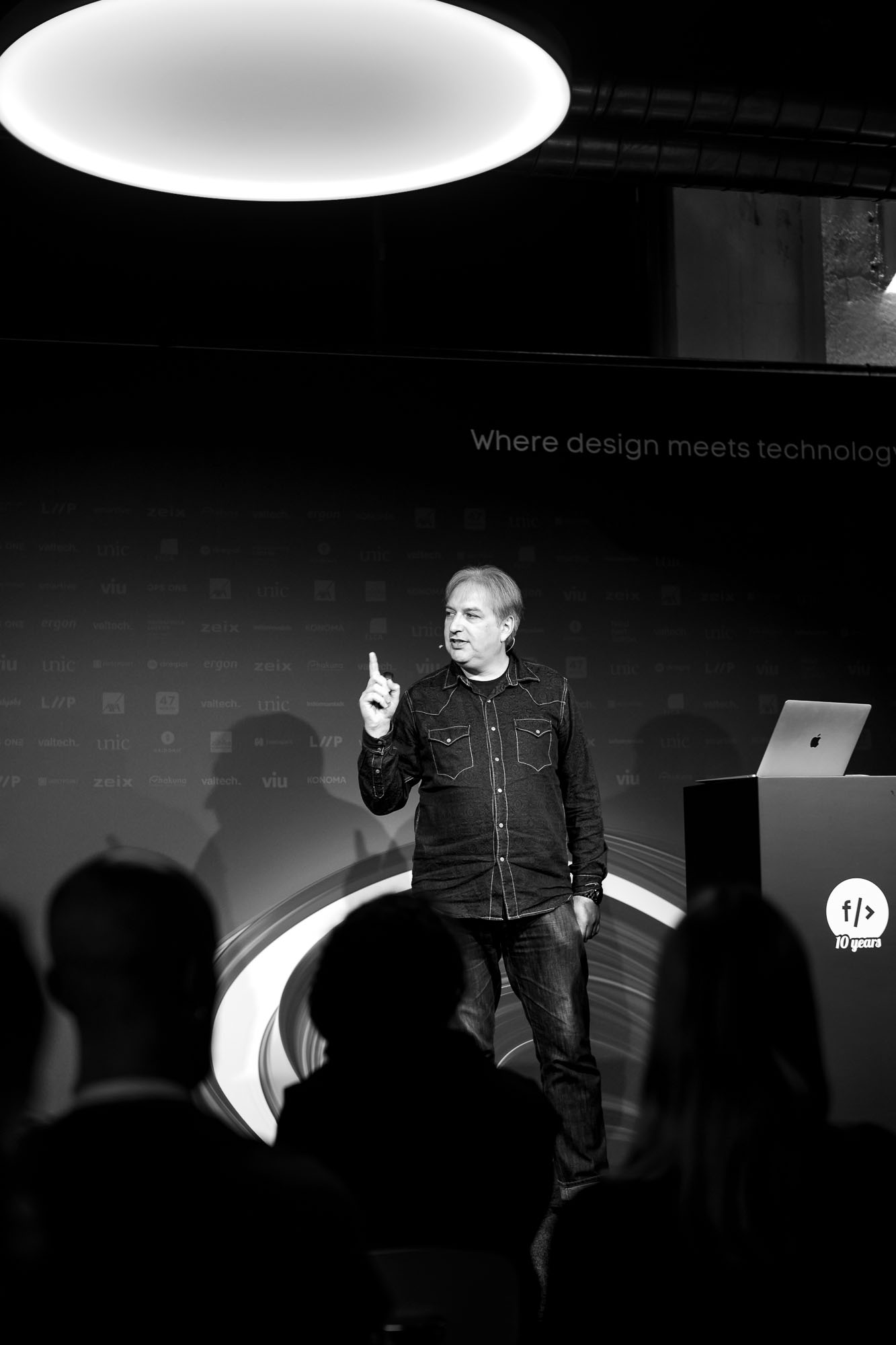 Jeremy Keith on stage at Front Conference 2021